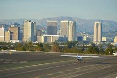 圣塔蒙尼卡,加利福尼亚美国- 2016年10月07日:航空器停车处在机场 库存图片