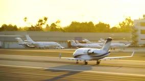 圣塔蒙尼卡,加利福尼亚美国- 2016年10月07日:飞机离开 影视素材