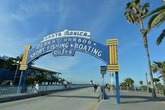 圣塔蒙尼卡,加利福尼亚,美国, 2017年4月16日:对足迹的末端的入口,在圣塔蒙尼卡码头能被看见 库存照片