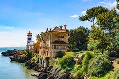圣塔迈尔塔灯塔和博物馆美丽的景色在卡斯卡伊斯,葡萄牙 免版税库存照片