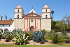 圣塔巴巴拉使命的仙人掌庭院 免版税库存图片