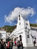 圣塞瓦斯蒂安街在南部的西班牙地区的最美好的`白色`村庄的米哈斯一叫安达卢西亚 免版税库存照片