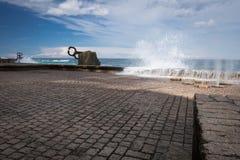 圣塞瓦斯蒂安,西班牙- 2018年3月16日:风景风/派内县del viento雕塑的梳子爱德华多奇利达 免版税库存图片