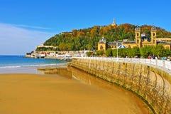 La外耳海滩在圣塞巴斯蒂安,西班牙 免版税库存图片