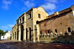 圣多明哥大教堂的侧视图  库存照片
