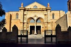 圣多明哥大教堂的正面图  图库摄影