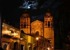 圣多明哥教会瓦哈卡的夜图象 免版税库存照片