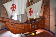 圣多明哥,多米尼加共和国 哥伦布`运输再生产 在克里斯托弗・哥伦布里面灯塔的博物馆  免版税库存图片
