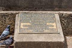 圣多明哥,多米尼加共和国- 2017年8月8日:对克里斯托弗・哥伦布的纪念匾 特写镜头 库存照片