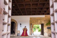 圣多明哥,多米尼加共和国- 2017年8月8日:王宫博物馆的内部的看法  复制文本的空间 免版税库存图片