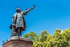圣多明哥,多米尼加共和国- 2017年8月8日:纪念碑的看法对克里斯托弗・哥伦布的 复制文本的空间 垂直 免版税库存图片