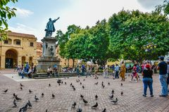 圣多明哥,多米尼加共和国 著名克里斯托弗・哥伦布雕象和大教堂圣诞老人MarÃa la Menor在哥伦布停放 库存图片
