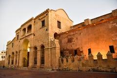 圣多明哥,多米尼加共和国 著名大教堂看法在哥伦布公园,殖民地区域 库存图片