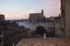 圣多梅尼科,锡耶纳,托斯卡纳,意大利大教堂Cateriniana或大教堂薄雾的 库存图片