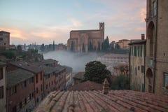 圣多梅尼科,锡耶纳,托斯卡纳,意大利大教堂Cateriniana或大教堂薄雾的 库存照片