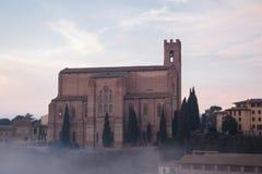 圣多梅尼科,锡耶纳,托斯卡纳,意大利大教堂Cateriniana或大教堂薄雾的 免版税库存照片