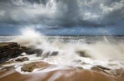 圣奥古斯蒂娜FL海滩海景碰撞的海浪 免版税库存照片