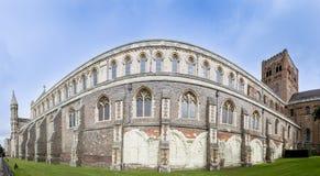 圣奥尔本斯大教堂墙壁全景英国 免版税库存照片