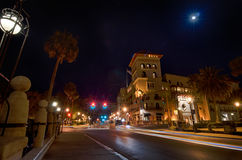 圣奥斯丁市街道场面atnight 免版税库存照片