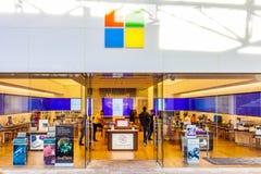 圣安东尼奥、得克萨斯- 2018年4月12日-微软商店和陈列室的入口位于La与人购物的Cantera购物中心 免版税库存照片