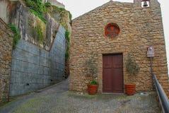 圣安东尼奥教会在波利纳镇  库存照片