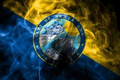 圣安娜市烟旗子,加利福尼亚状态,上午美国  库存例证