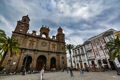 圣安娜(坎那利岛的圣洁大教堂大教堂大教堂)在拉斯帕尔马斯,从Vegueta大广场的看法  库存照片