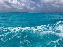 圣安德烈斯岛,它的七种颜色的海 图库摄影