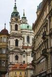 圣尼古拉教会是一个巴洛克式的教会在布拉格一点镇  cesky捷克krumlov中世纪老共和国城镇视图 免版税库存照片