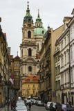 圣尼古拉教会是一个巴洛克式的教会在布拉格一点镇  cesky捷克krumlov中世纪老共和国城镇视图 库存照片