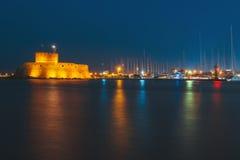 圣尼古拉斯堡垒在晚上 罗得斯 希腊 免版税库存图片
