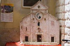 圣尼古拉斯大教堂从纸型的在巴里街道,普利亚,意大利上 免版税库存照片