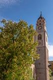 圣尼古拉斯大教堂的钟楼在梅拉诺,波尔查诺,南蒂罗尔,意大利 库存图片