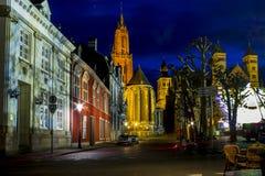 圣尼古拉斯教会在马斯特里赫特在晚上 免版税库存照片