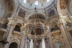 圣尼古拉斯教会的内部在布拉格 免版税库存图片