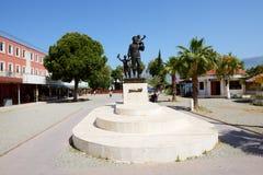圣尼古拉斯雕象在街道上的 免版税图库摄影