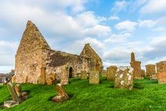 圣尼古拉斯`教会和坟墓围场古老废墟在Prestwick南艾尔郡苏格兰 免版税库存图片