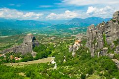 圣尼古拉斯Anapausas在Kalabaka附近,希腊迈泰奥拉修道院圣洁修道院在岩石顶部的 免版税库存图片