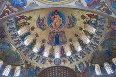 圣尼古拉海军大教堂的内部在Kronstadt, 免版税库存图片