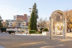 圣尼古拉纪念曲拱在保加利亚语Bourgas的中心 库存图片