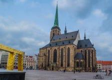 圣巴塞洛缪大教堂在Pilsen比尔森,捷克大广场  库存照片