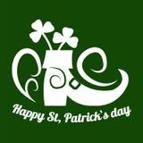 圣帕特里克妖精鞋子和四叶三叶草叶子或幸运的三叶草的天标志 免版税图库摄影