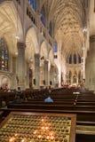 圣帕特里克的大教堂内部在纽约 库存图片