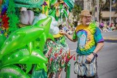 圣帕特里克的天游行的摊贩 免版税库存图片