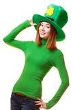 圣帕特里克节妖精党帽子的红色头发女孩 免版税图库摄影