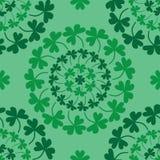 圣帕特里克` s天坛场圈子三叶草绿色无缝的样式 向量例证