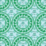 圣帕特里克` s天坛场圈子写无缝的样式的三叶草绿色 库存照片