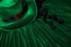 圣帕特里克` s天服装帽子妖精假日绿色苏格兰男用短裙礼物爱尔兰语栓心脏棕色3月 库存图片