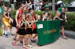 圣帕特里克` s天爱尔兰激动人心的舞蹈小组 免版税库存图片