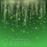 圣帕特里克` s天背景,与闪烁光的绿色三叶草 库存图片